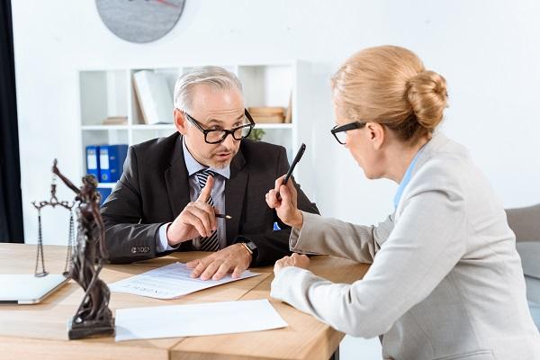 Avvocato riceve un cliente